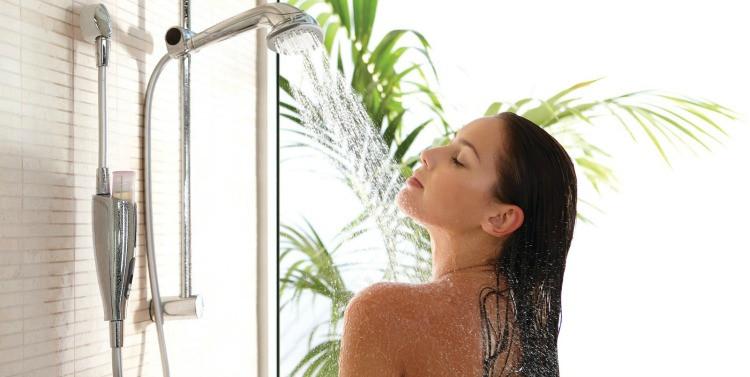 mujer-duchándose.jpg