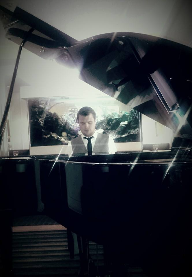 Simon Woodley Pianist