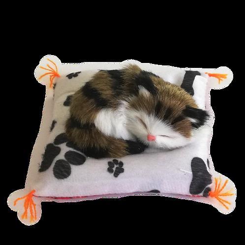 Gatto su cuscino decorativo in pelliccia sintetica 12cm