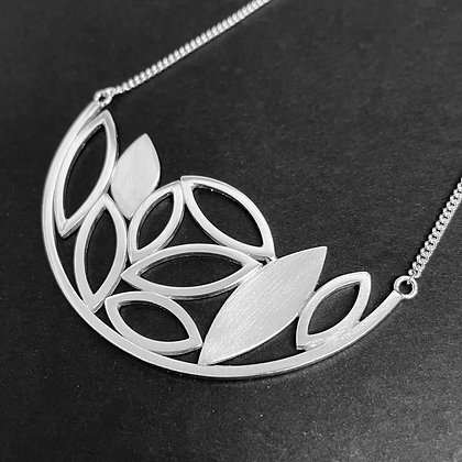 Small Leaf Arc Necklace