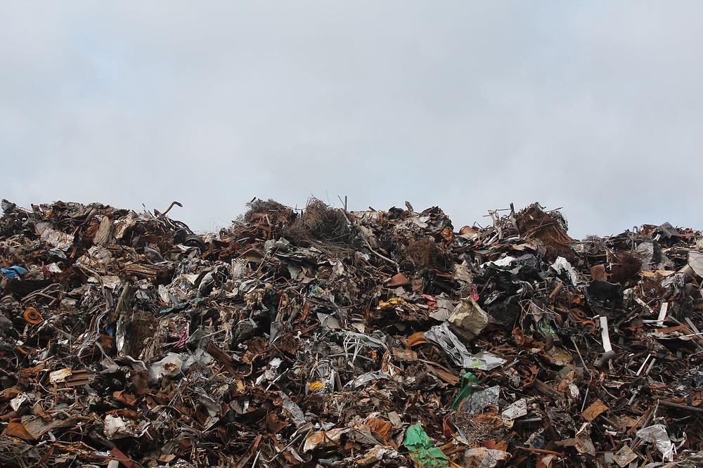 70% do nosso lixo é despejado em céu aberto.
