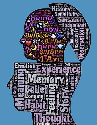 un tête et des mots clés qui sortent d'une autre tête.inconscient et conscient.de nouvelles ressources dans notre propre tête