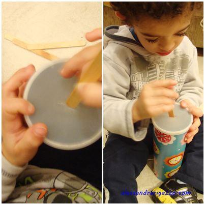 1- Embalagem de batata (forrada com papel de presente), palitos de sorvete e um corte na tampa.