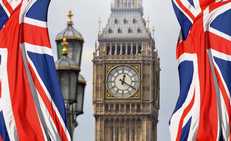 big-ben-i-flagi-velikobritanii.jpg