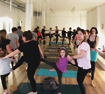 yogafamilia2.png