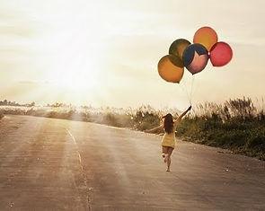 balloons,run,sky,girl,sunlight-fe0cfe421