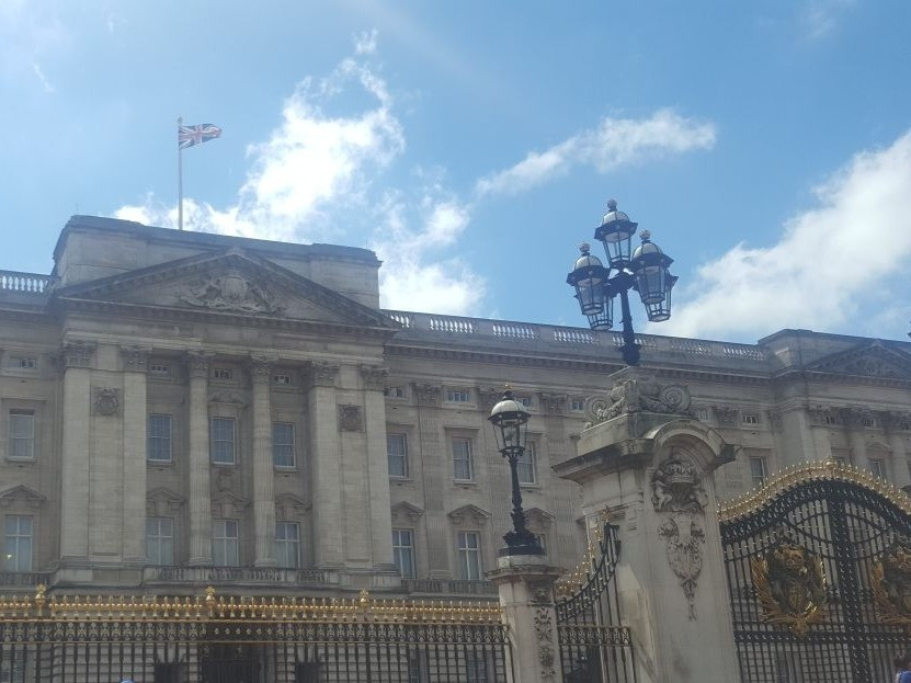 Buckingham Palace in the summer on one of my top five London walking routes