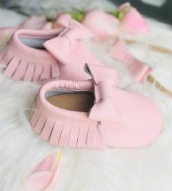 נעלי טרום הליכה.נעלים ורודות