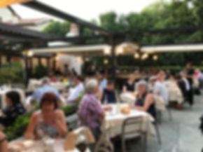 ristorante con giardino esterno