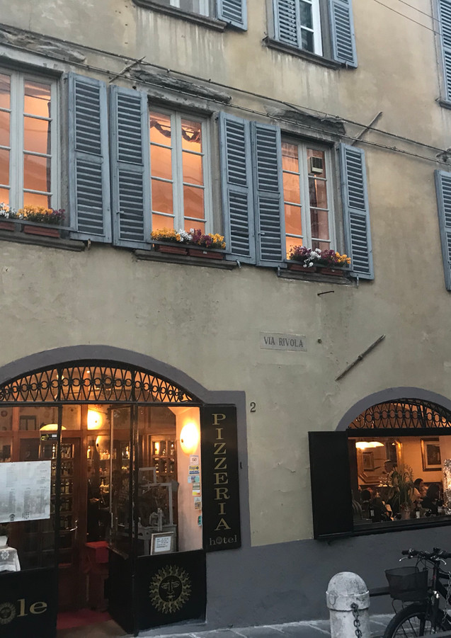 vista dell'hotel da piazza vecchia