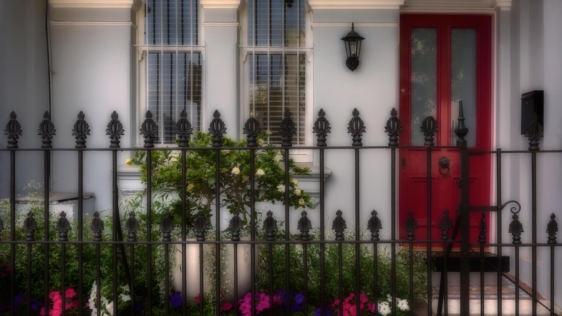 Don_10B2_Red_Door