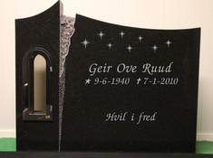 W429 Sort granitt med polert forside, saget kanter og bakside 70x85 Pris fra: 33.000,- (avbildet 34.500,-)