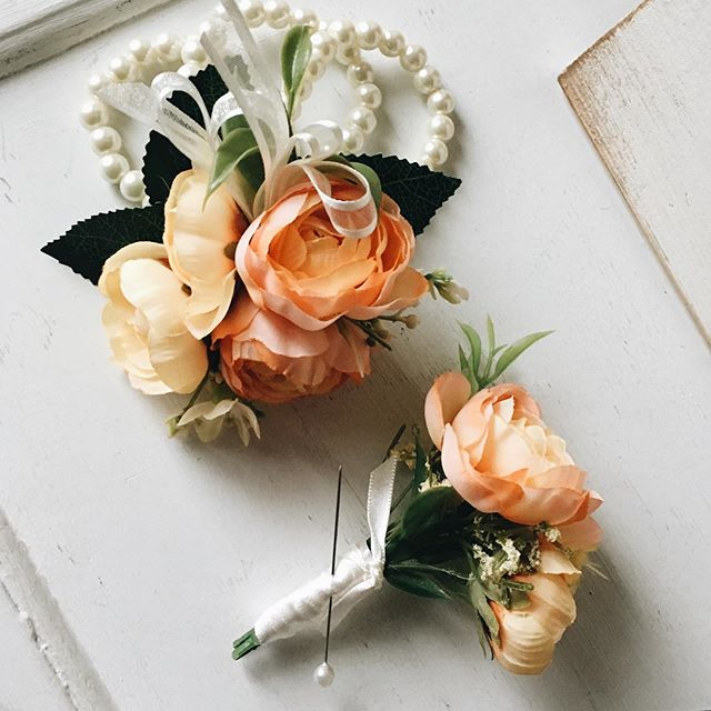 beautiful custom prom corsage and bouton