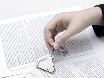 VENDA DE IMÓVEL -  Registro de escritura prevalece sobre contrato particular