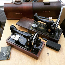 More vintage machines for our collection! #reticulefabrics #kendal #singersewingmachine #vintagesewi