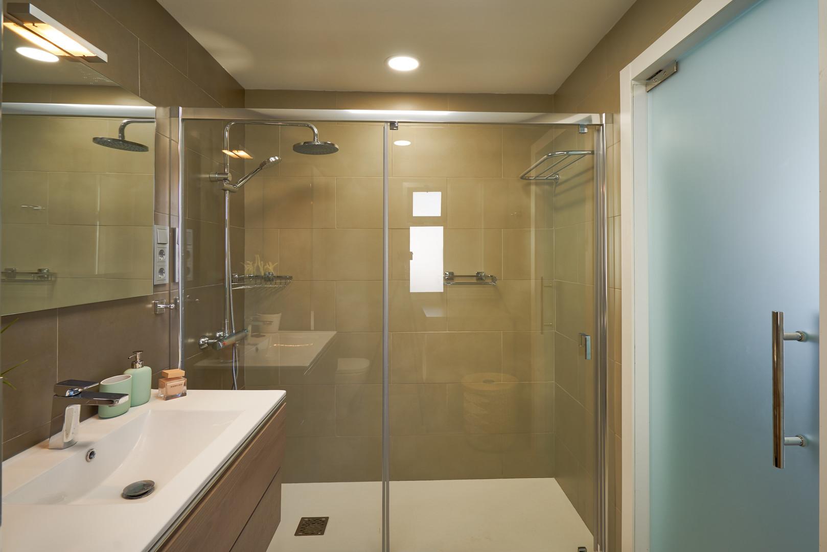 401 shower.jpg
