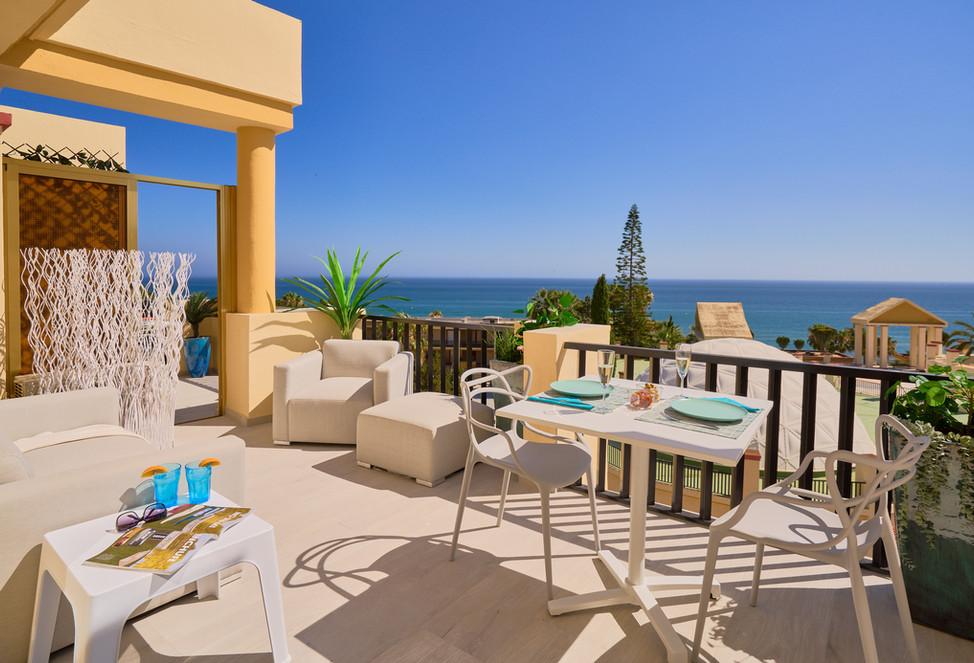 100 642 table sofa outdoor living.jpg