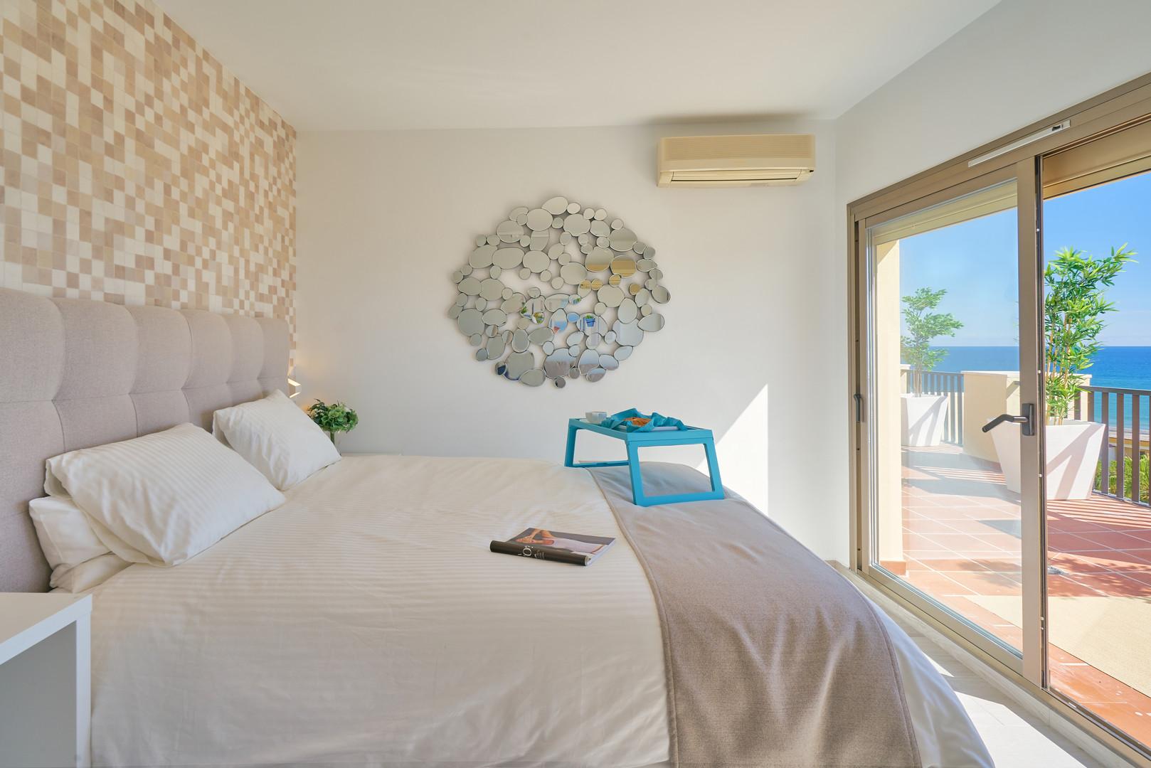 vida de lujo romana playa marbella.jpg