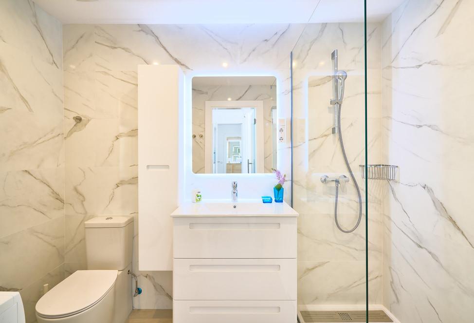 500 641 bathroom shower wc.jpg