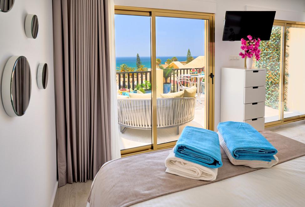 100 641 bed sea view.jpg