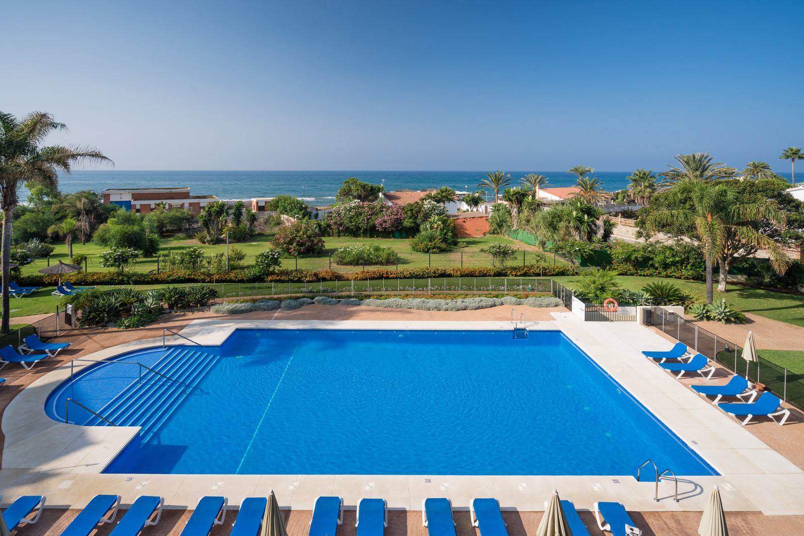 w90 apartment with pool on the beach in