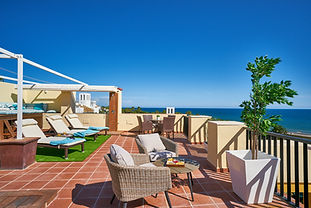 Sun from morning to night. Best terrace of Romana Playa, boutique finishings, next to Nikki beach, panoramic sea views.