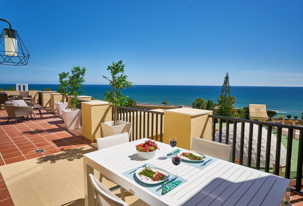 Increíble terraza privada en la azotea de Romana Playa en primera línea de playa