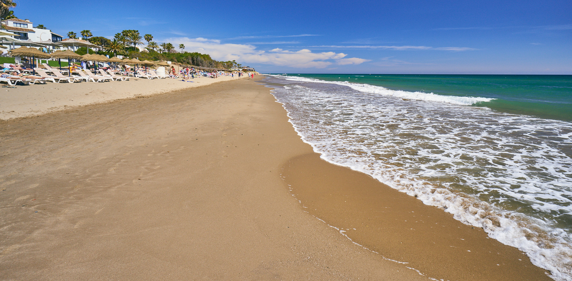 Estas en primera linea de las mejores playas de Marbella de frente de tu piso de vacaciones