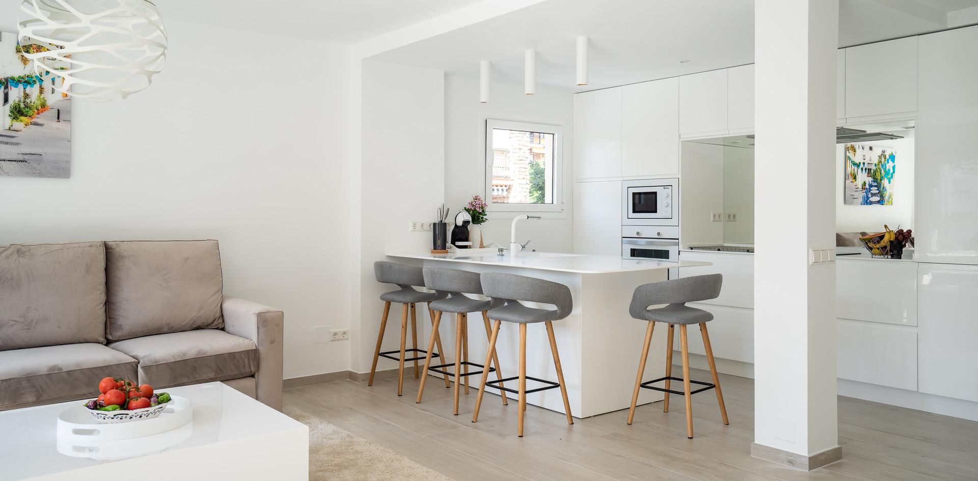 35 marbella piso blanco cocina equipado.