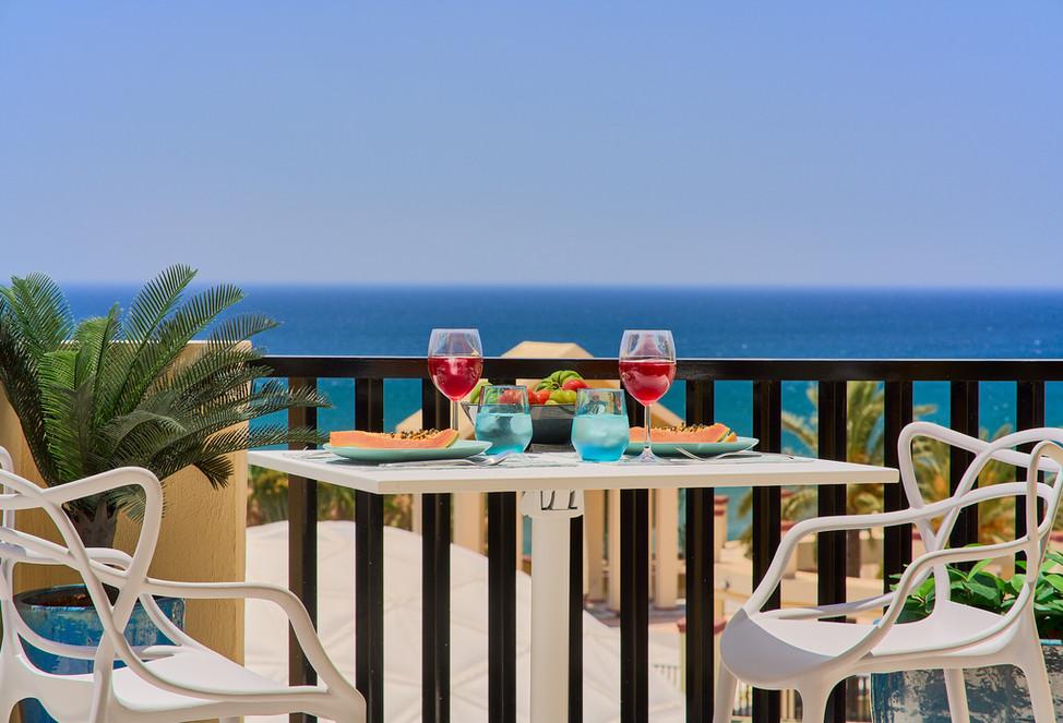 100 641 moneyshot table sea view .jpg