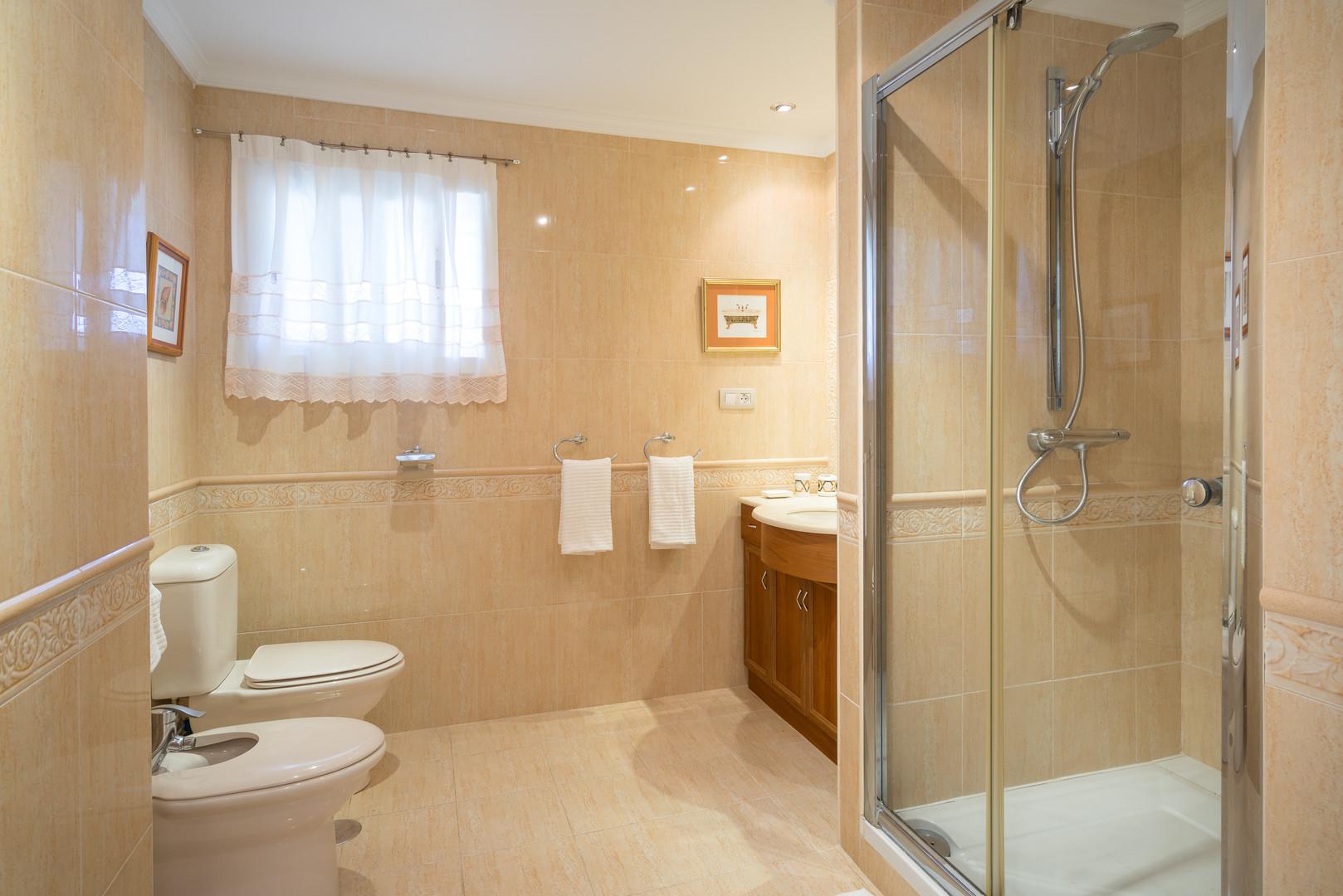 w65 xxl bathroom apartment on marbella b