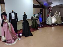 exposition de costumes du 18e à la fin du 19e