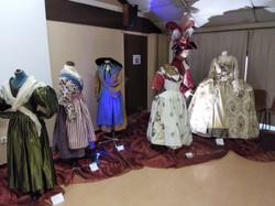 ensemble de costumes fin 18e