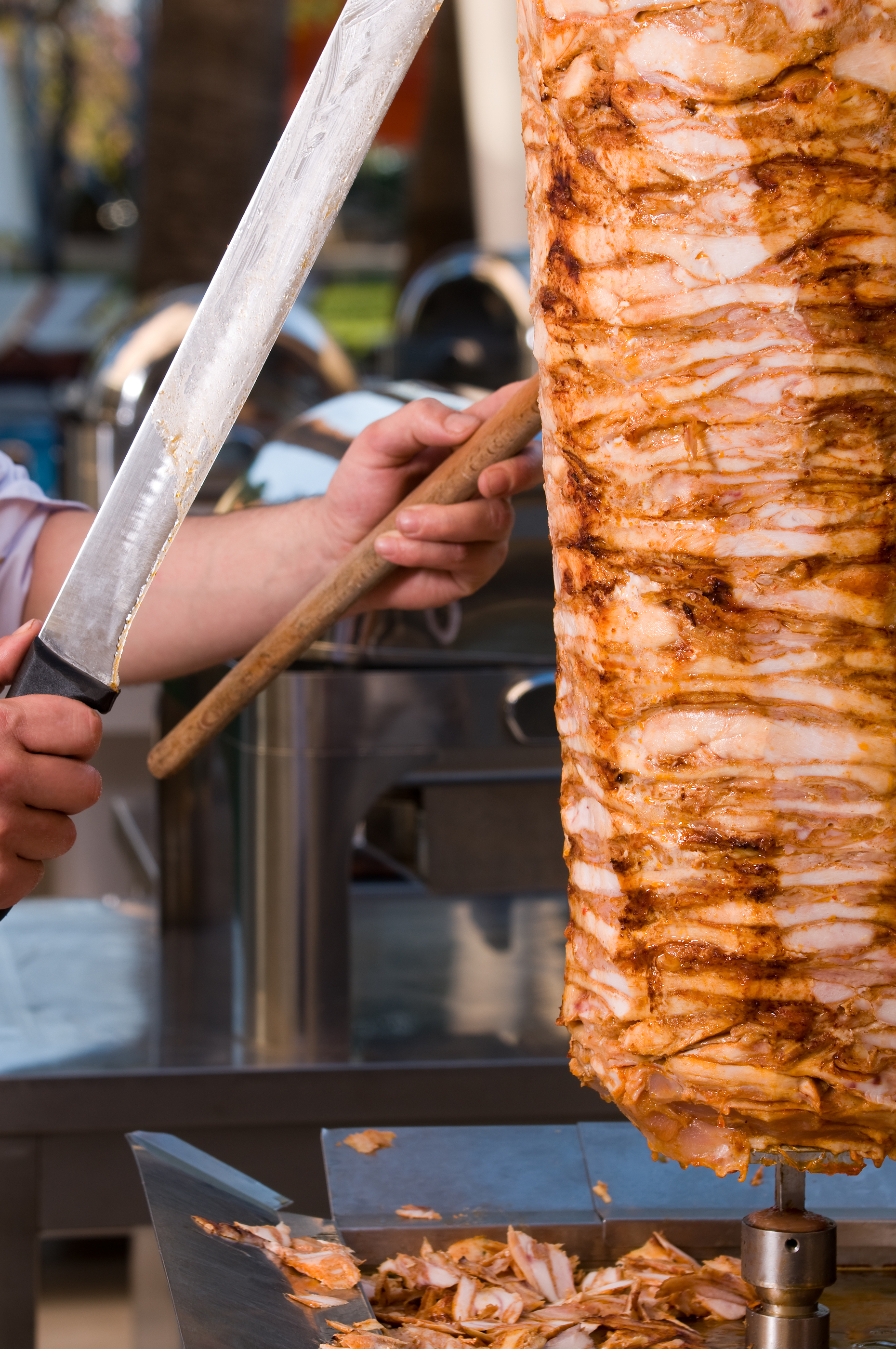 Chef slicing Turkish doner kebab.jpg