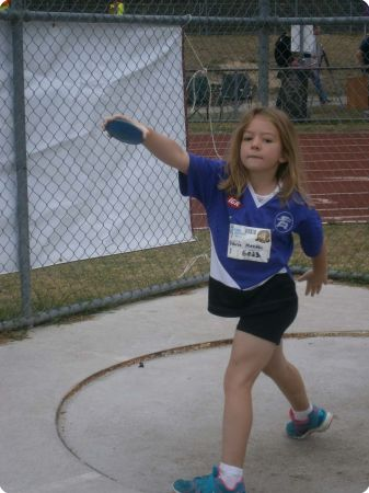 Victoria_Meaden_12.89m_club_records_U7_girls_Discus-772-600-450-80-rd-255-255-25