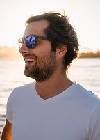 man-wearing-sunglasses-1680317.jpg