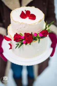 Red roses - Winter wedding cake