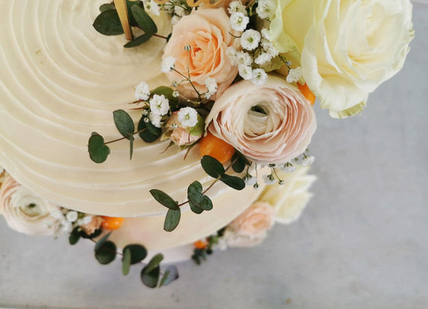 Pastel colours - Spring wedding cake