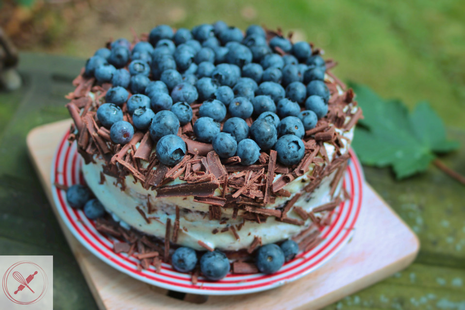 Vanilla and blueberries cake