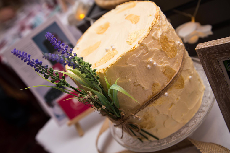 Simple & classic - Autumn wedding cake