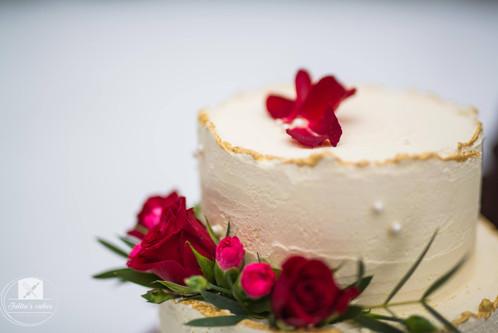Red roses - Winder wedding cake