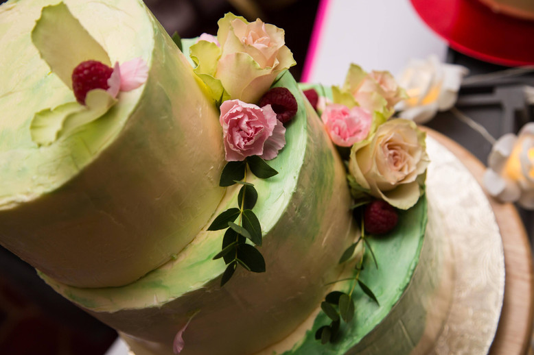 Colours & flowers - Spring wedding cake