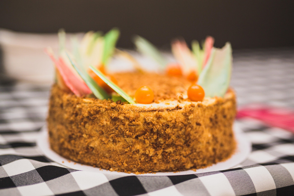 Miodownik (honey) cake