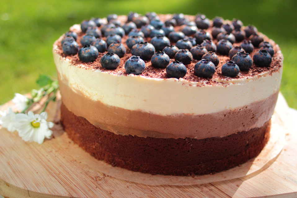White & milk chocolate mousse cake