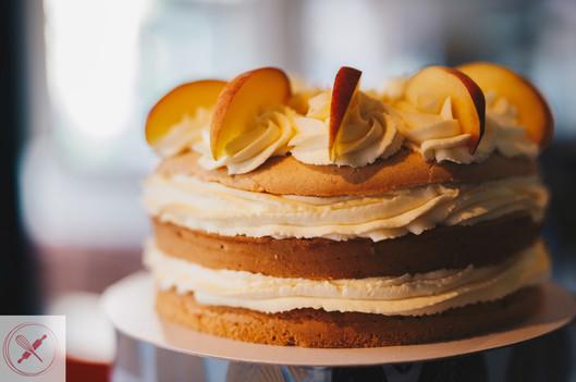 Vanilla and sweet peach cake