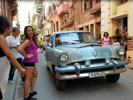 Reggaeton Dancing in the Streets of Havana