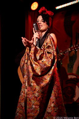 Brooklyn Britches at The Drifter *photo by Mélanie Bert *kimono by Gibeon Tolbert
