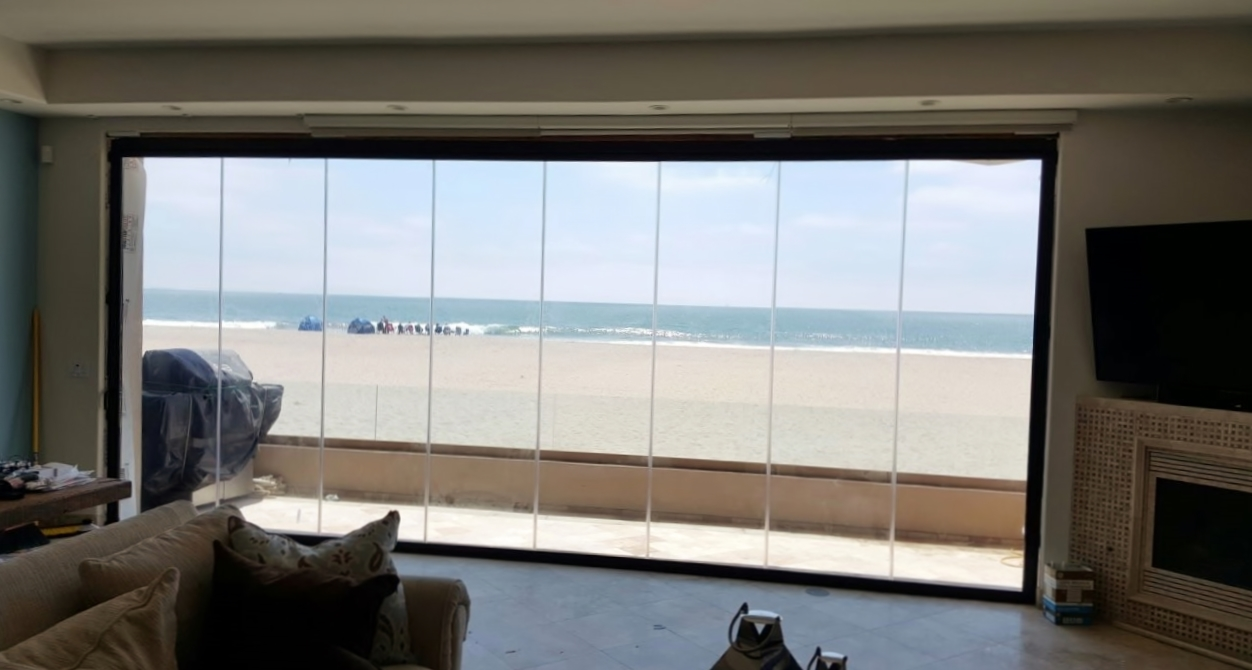 Oxnard- Frameless Folding Doors