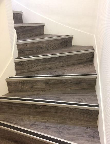 montée escalier après.JPG