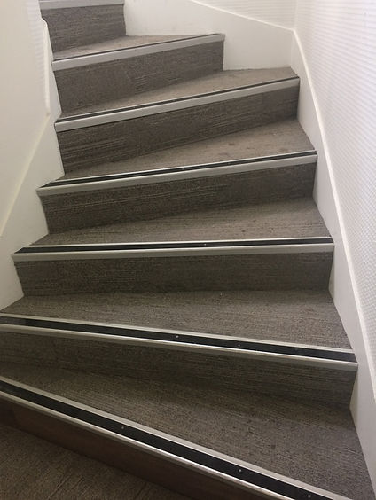 montée_escalier_avant.JPG